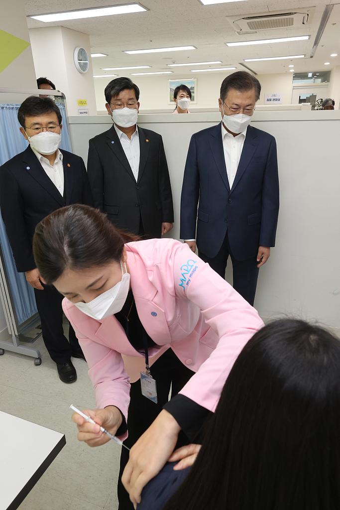 韩国今起实施新冠疫苗假:打完休1天,有副作用加1天