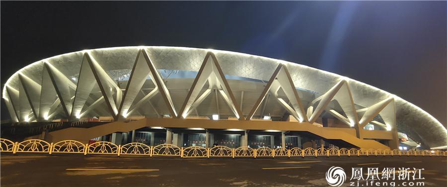 今晚,超炫的亮灯展示!亚运标准的金华分赛场亚运比赛场馆震撼全场