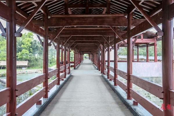 ▲彩虹桥主体部分已修复完成。 詹东华 图