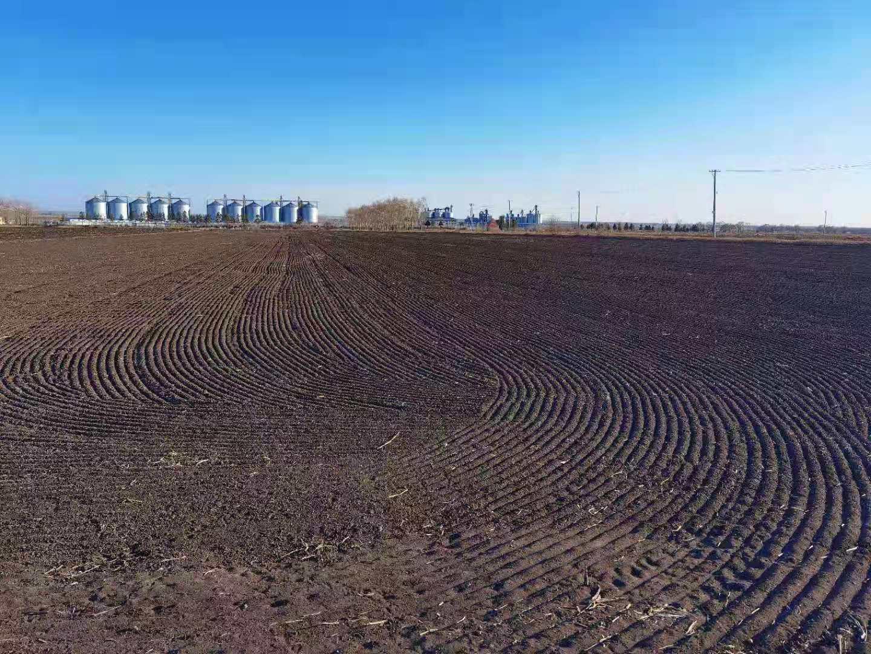 刚播种完小麦的黑土地