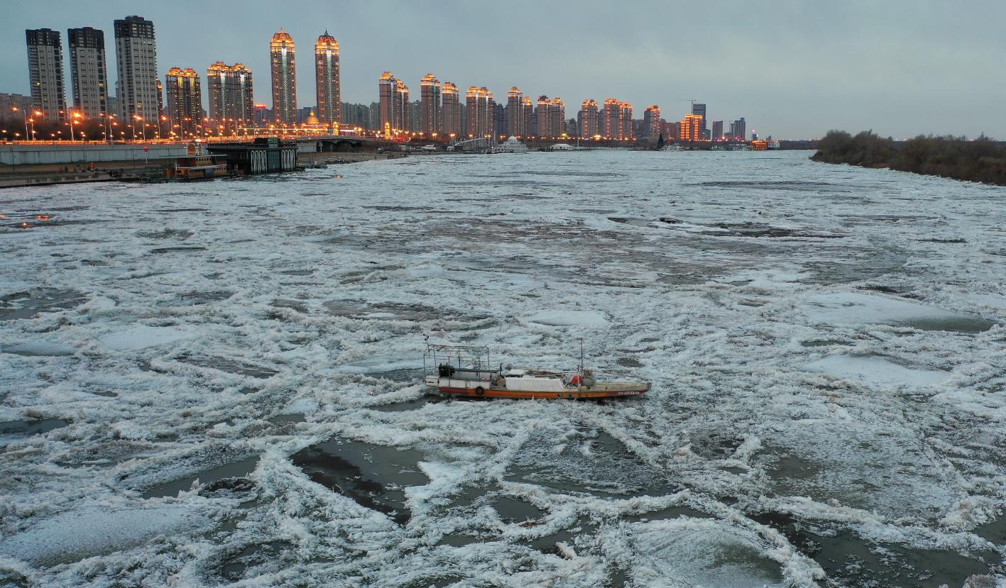 小渔船处于险境