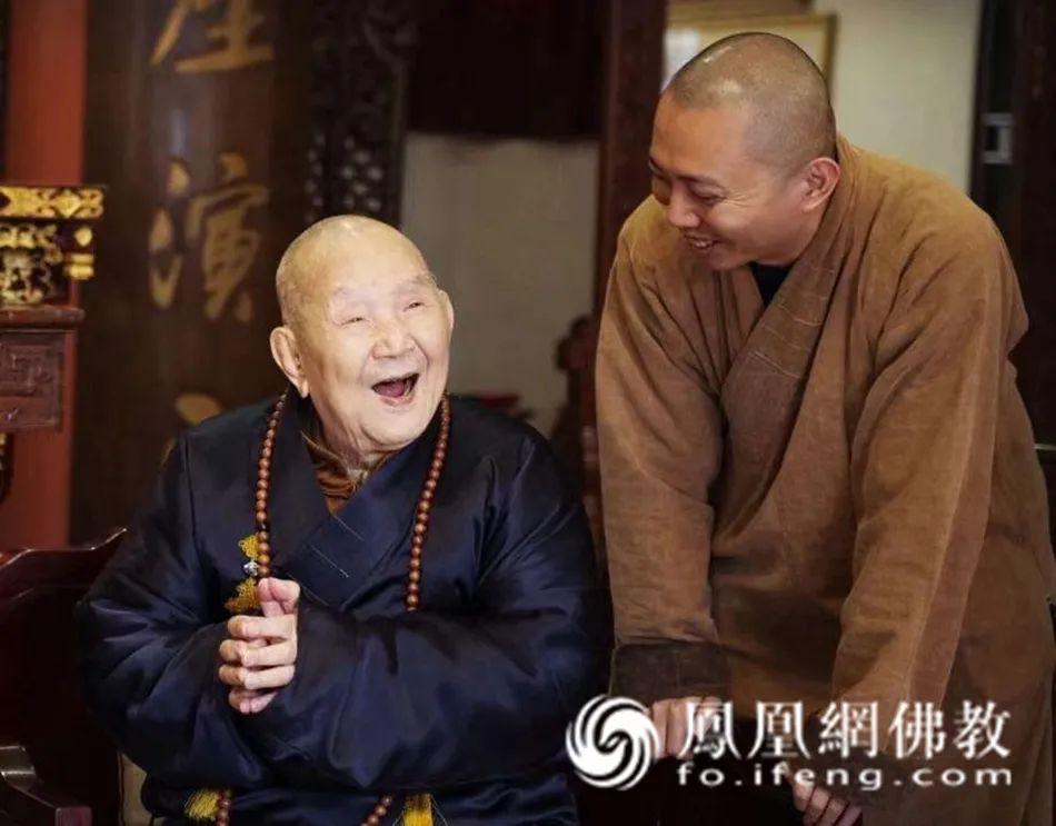 新成长老与广州市海幢寺住持光秀法师(图片来源:凤凰网佛教)
