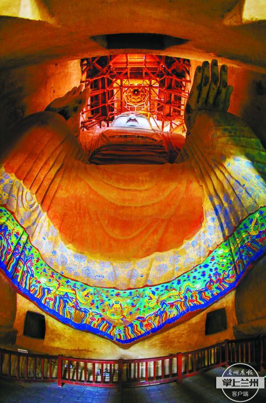 莫高窟第96窟内的巨型弥勒佛像,高35.5米,是敦煌石窟中最大的塑像。