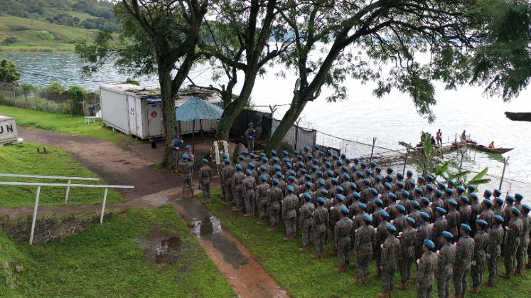 中国维和工兵分队在刚果(金)中国半岛营区举行祭奠英烈仪式缅怀付清礼烈士。