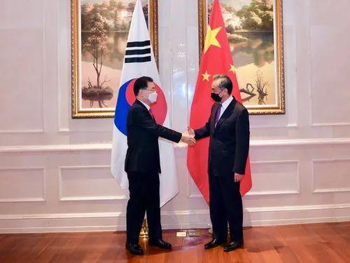 韩媒:中韩外长关键时刻举行会谈