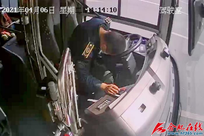 合肥公交集团121路驾驶员李彪工作中突发晕厥