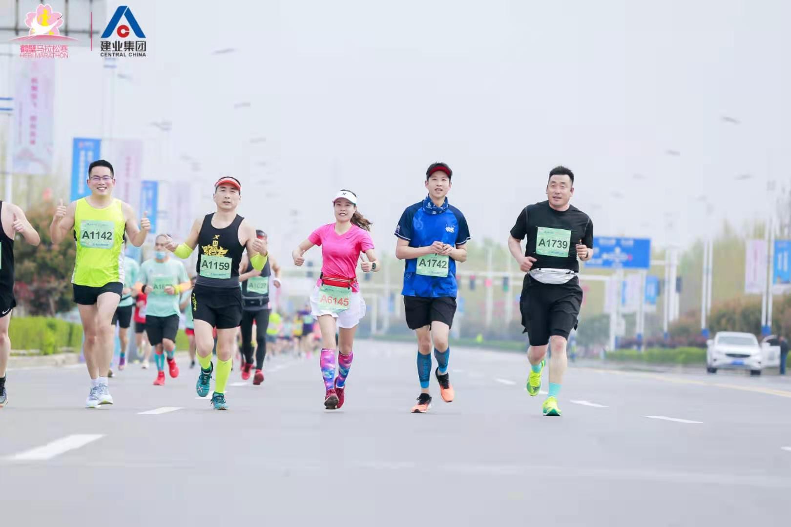 2021鹤壁马拉松赛成功举行 万余名选手激情开跑