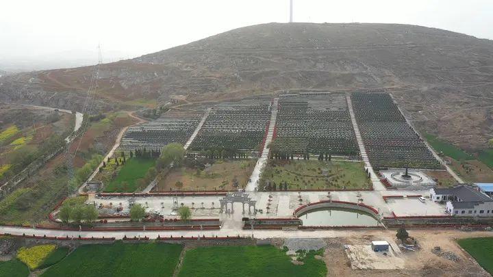 安徽省宿州市埇桥区夹沟镇航拍的夏刘寨公墓画面(无人机照片)