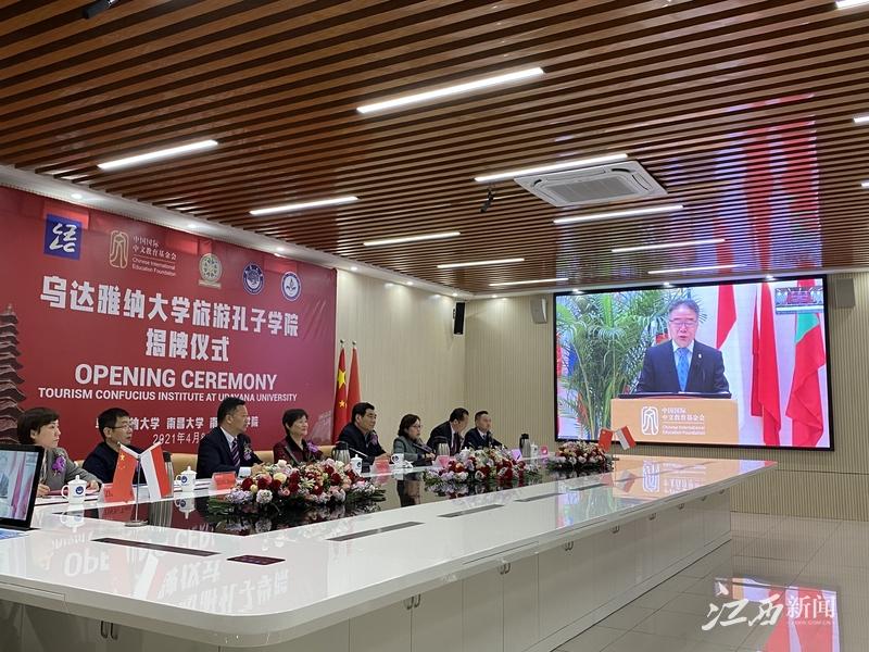 ▲中国国际中文教育基金会副理事长兼秘书长赵灵山致辞