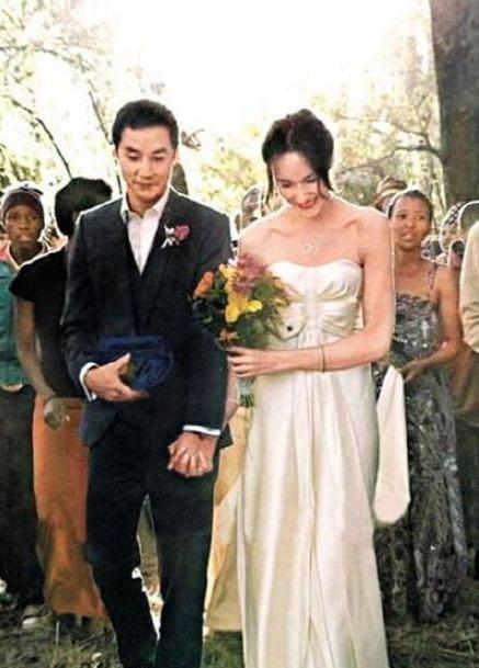 吴彦祖晒婚礼照庆祝与妻子结婚11周年,动情告白:我爱你