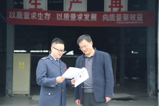庄浪县税务干部为企业提供涉税辅导