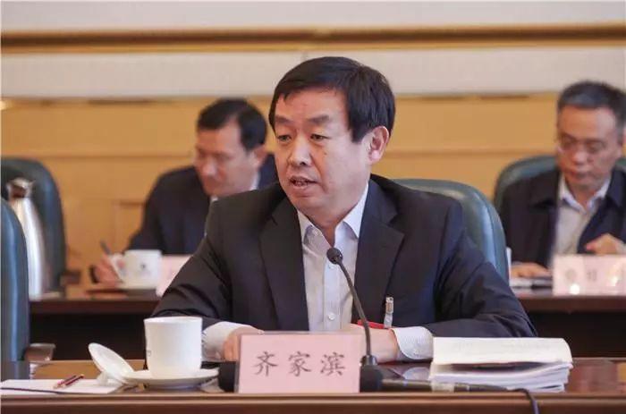 官方履歷顯示,齊家濱,出生于1967年9月,系山東濟南人,在職研究生學歷,管理學博士學位,中共黨員。