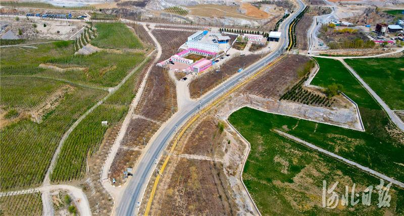 2021年4月6日,无人机拍摄的治理后的河北省三河市东部矿区一角。 河北日报记者赵永辉摄影报道