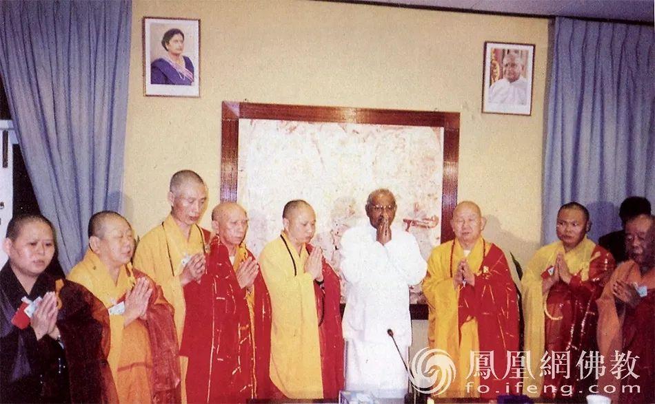 2001年7月30日至8月9日,以新成长老为团长的中国佛教代表团(共46人)访问斯里兰卡、马来西亚、泰国。(图片来源:广州市佛教协会)