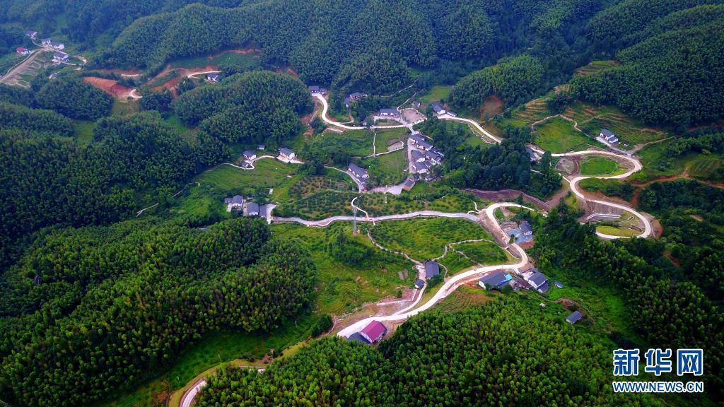 这是井冈山农村公路网络(无人机照片,2017年9月7日摄)。新华社发