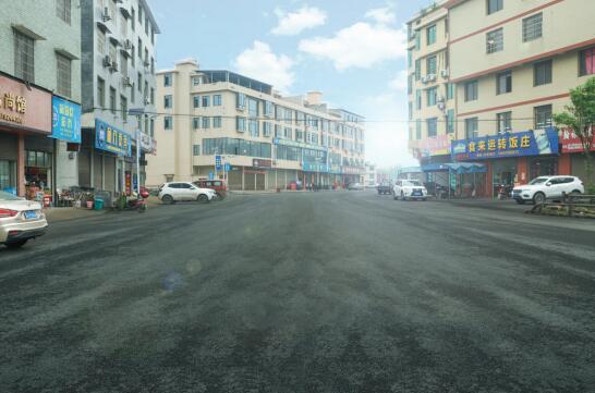 改造后焕然一新的葡萄村产业园基地路