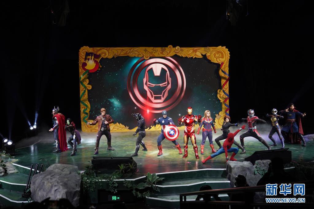 """4月8日,上海迪士尼乐园举行""""D粉""""盛会,《复仇者联盟》众多人物形象登场。新华社记者 任 珑 摄"""