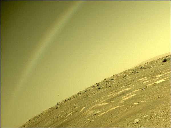 NASA拍摄到火星彩虹景象 官方科普:并非彩虹 镜头光晕导致
