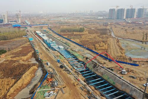 张家口市宣化区滨河新城地下综合管廊工程施工现场(无人机照片)。