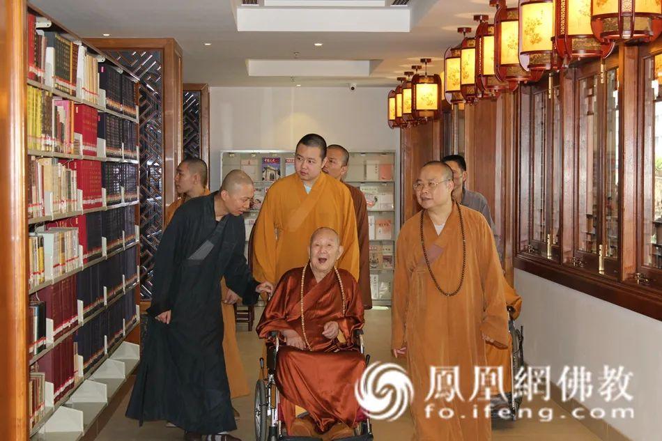 2016年10月7日,新成长老莅临广州市大佛寺。(图片来源:凤凰网佛教 摄影:李国坚)