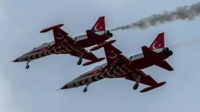 土耳其空军特技飞行表演队一架NF-5军机坠毁
