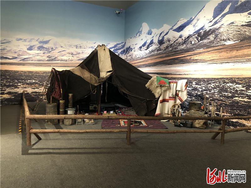 """河北博物院""""天际风情——西藏阿里民俗文化(旅游)展""""布置的帐篷实景。 河北日报记者高珊摄"""