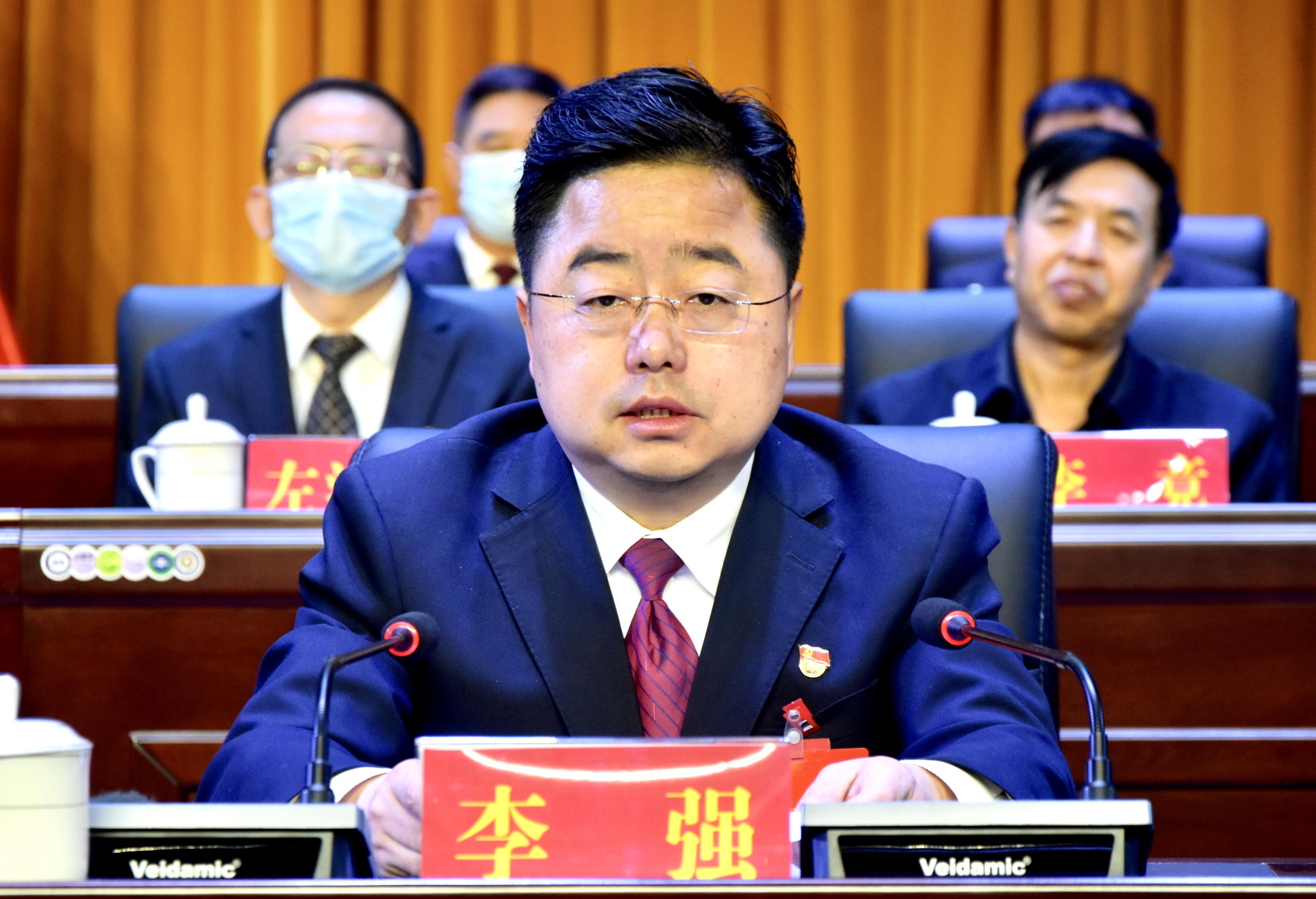 图为霍州市委书记李强