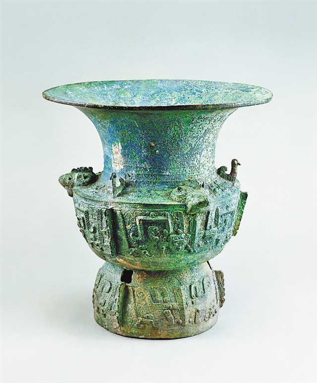 巫山出土的商青铜三羊尊