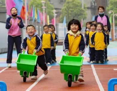 江西瑞昌:户外游戏欢乐多