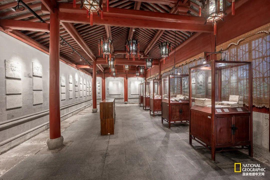 宁波天一阁,作为中国最古老的私人藏书楼之一,也是中国藏书文化的象征。