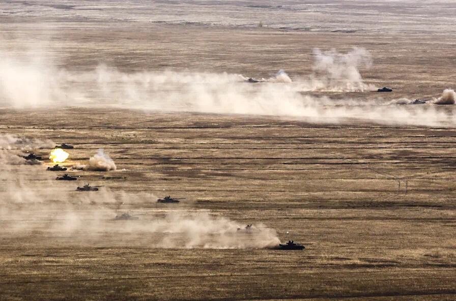 俄十万大军压向乌克兰边境 卫星图像证实军队调动