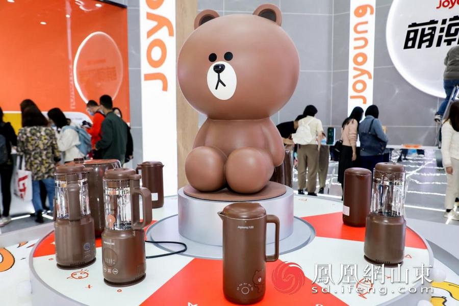 九阳LINE FRIENDS联名款IP小家电。