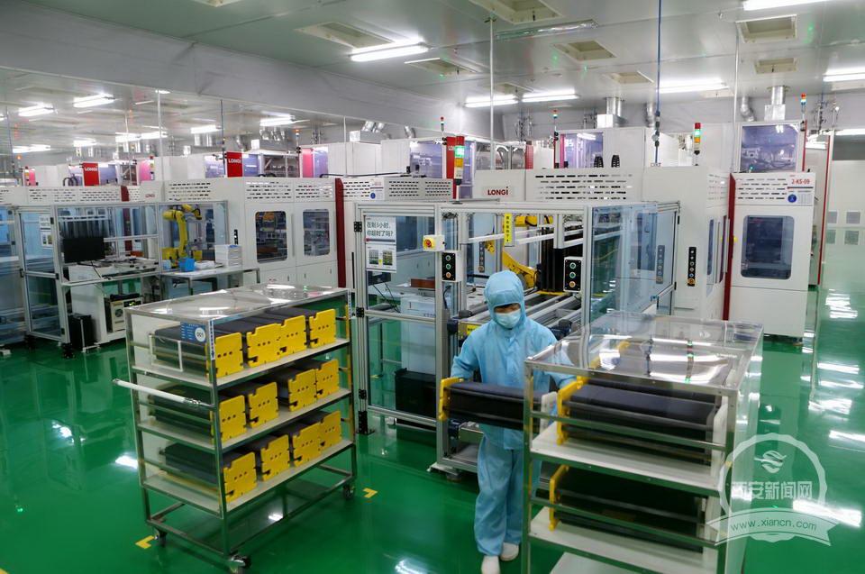 忙碌的西安隆基乐叶年产5GW单晶电池生产线。(资料图片)