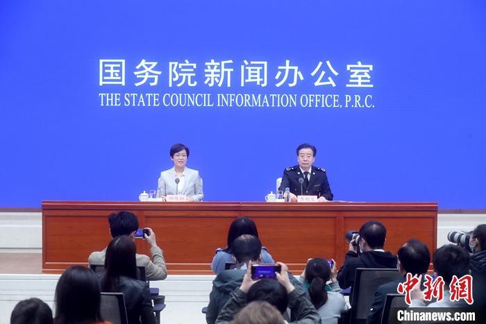 4月13日,中国国务院新闻办公室在北京举行新闻发布会,介绍2021年一季度进出口情况。海关总署新闻发言人、统计分析司司长李魁文出席。 <a target='_blank' href='http://www.chinanews.com/'>中新社</a>记者 张宇 摄