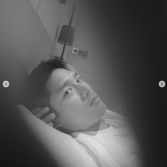 王子文公开恋情后再秀恩爱,晒男友帅气侧脸照