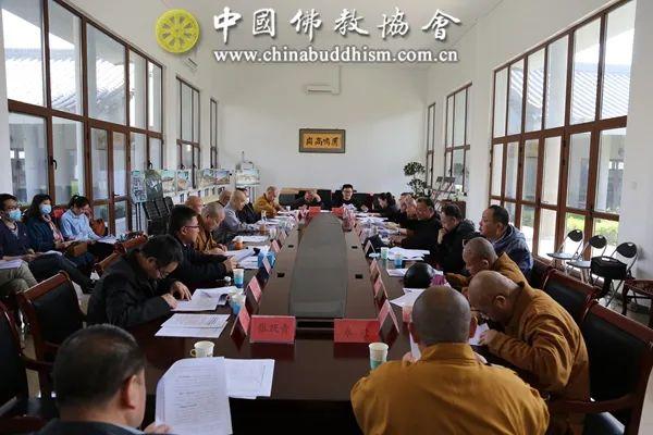 中国佛教协会各部室负责人及以上人员开展党史学习活动(图片来源:中国佛教协会)