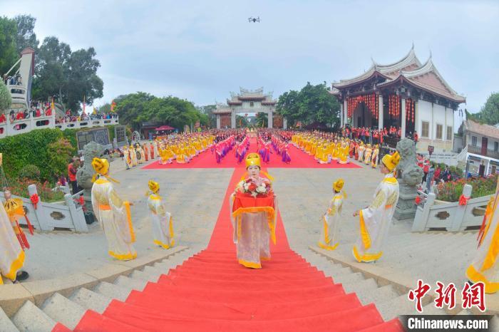 妈祖祭典现场。 徐国荣 摄