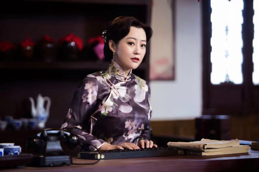 佟丽华不仅知书达理蕙质兰心,在遇到事情时也是行事果断十分有主见。