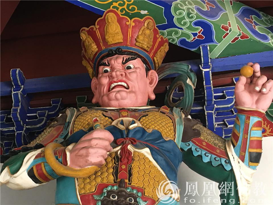 西方广目天王(图片来源:凤凰网佛教 摄影:闫秀勇)