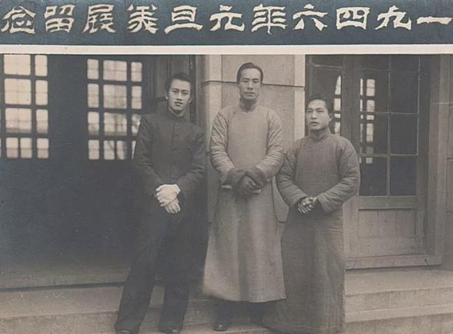 摄于1946年,此时木心在杭州第一次举办画展,时年十九岁。  资料图
