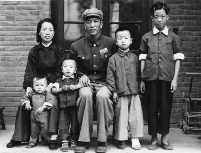 (1949年于西安的全家福)