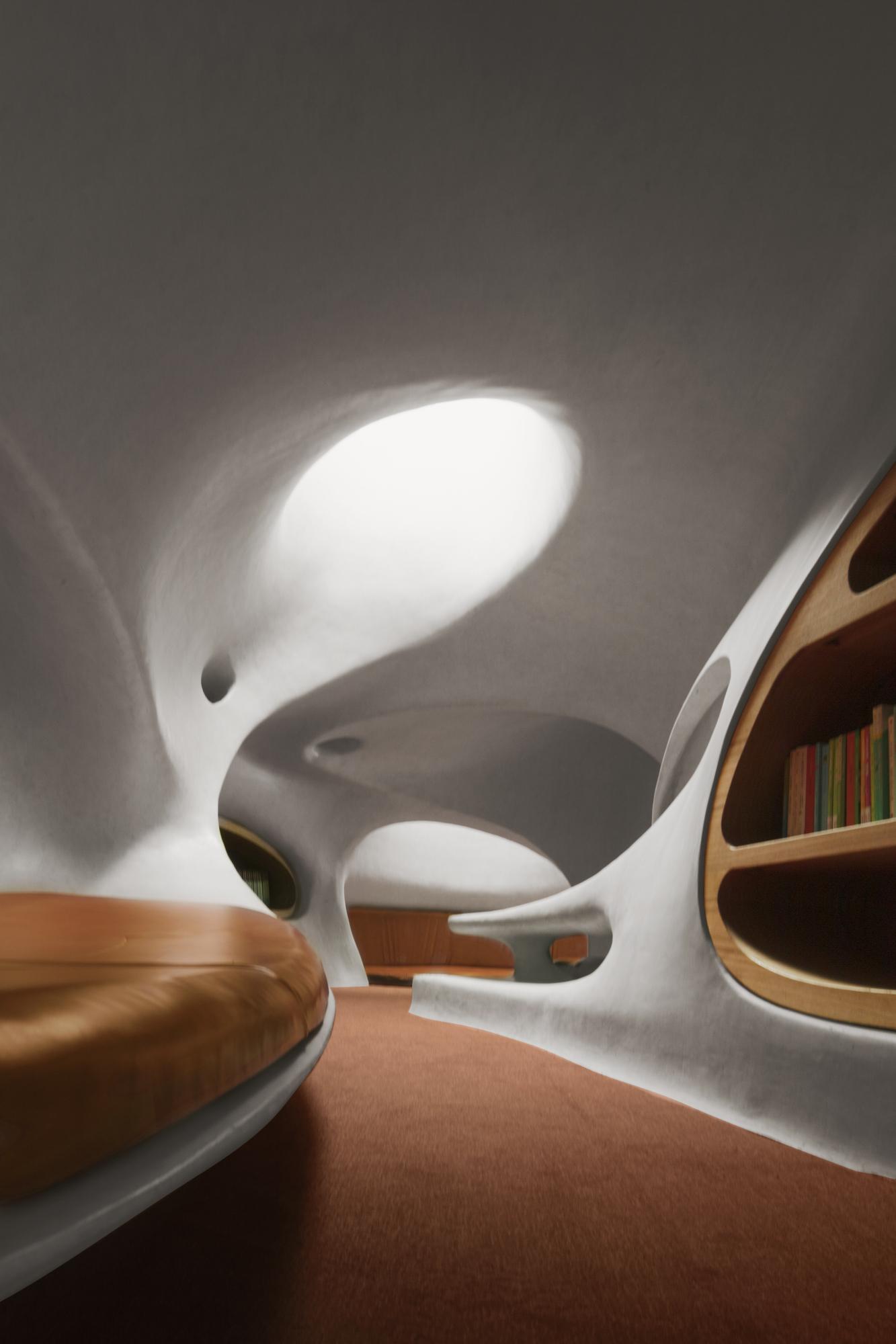 """人们透过一个个孔洞,""""洞""""悉天地 存在建筑图"""