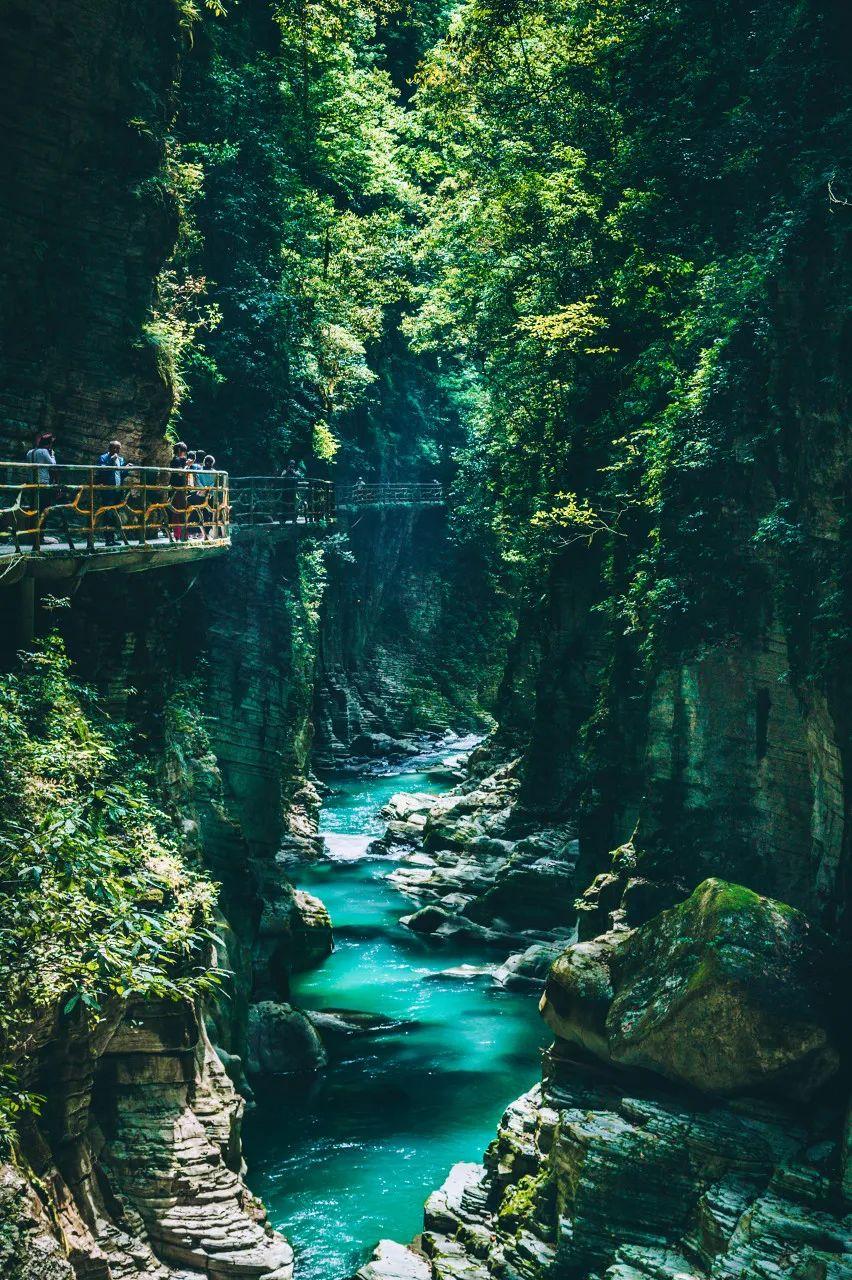 △恩施大峡谷景廊,建始石门河地心谷。