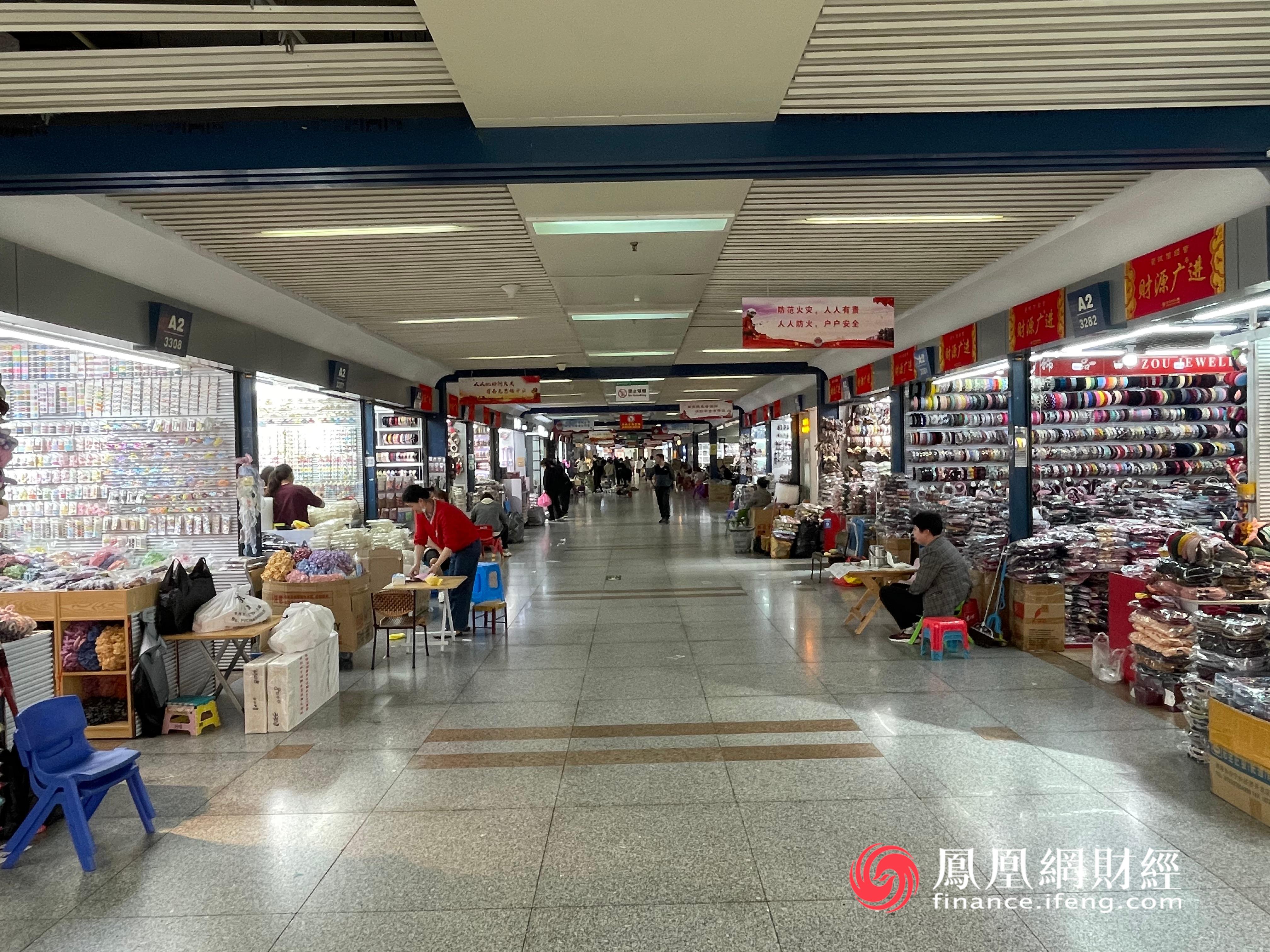 图:义乌国际商贸城档口,凤凰网财经摄