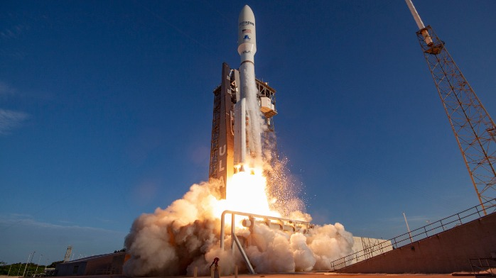 亚马逊卫星互联网项目发射任务敲定 并未与贝索斯旗下公司合作
