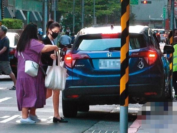 许玮甯被曝隐婚又离婚,妈妈亲自接回娘家
