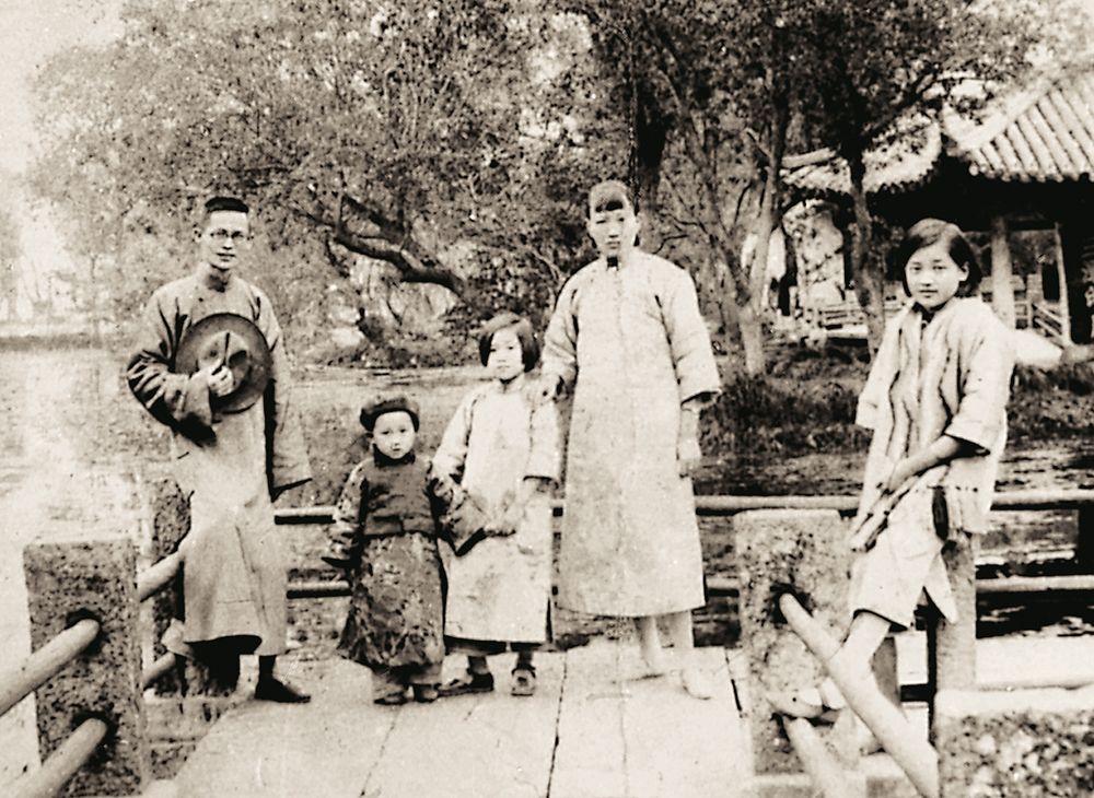 5岁的木心随父母及姐姐入住东栅财神湾186号。 资料 图