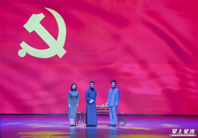 红色廉政舞台剧《传承》。章帝 摄