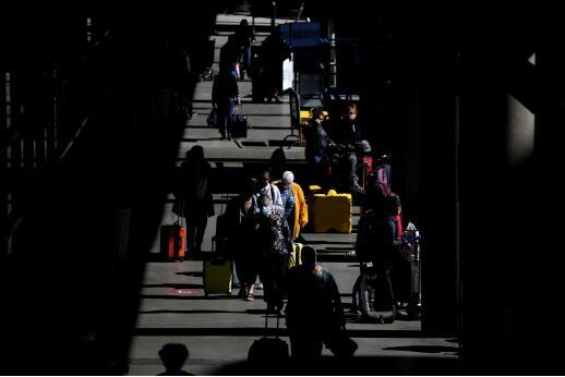 """美国将提高旅行警示级别,近130个国家被列入""""禁止旅行""""名单(图源:外媒)"""