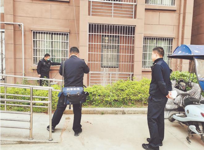 ○警方正在楼下勘察